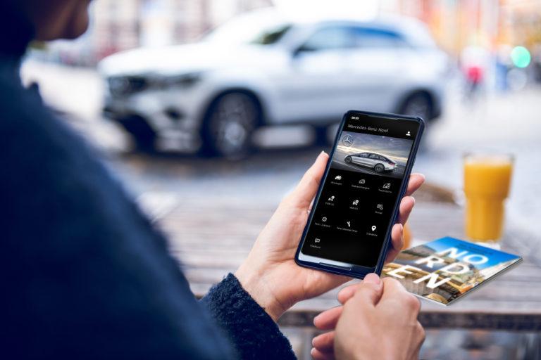 Mercedes-Benz Hamburg immer dabei: mit der App auf dem Handy.
